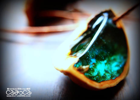 殻の宝石シェルジュエリーのペンダント