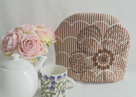 手刺繍北欧風の大きなお花ティーコゼー ふわふわもこもこ マシュマロティーコゼー