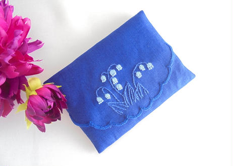 手刺繍 すずらんの ポケットティッシュケース 受験お母さま 就活にも 通園通学