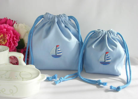 手刺繍 通園・通学【男の子用】おべんとう袋とコップ袋または給食袋セット ブルー