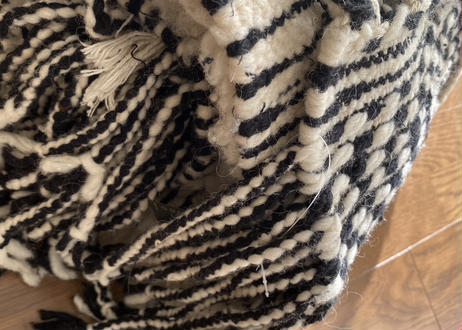 三つ編みフリンジウールラグ