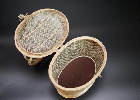 【特選】籐組手付楕円形総花菱紋籠 ブラック タイ中部