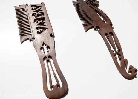 毎日髪を梳かしましょう。紫檀の櫛  Lサイズ|北インド