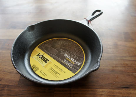 LODGE WILDLIFE SERIES SKILLET 8INCH