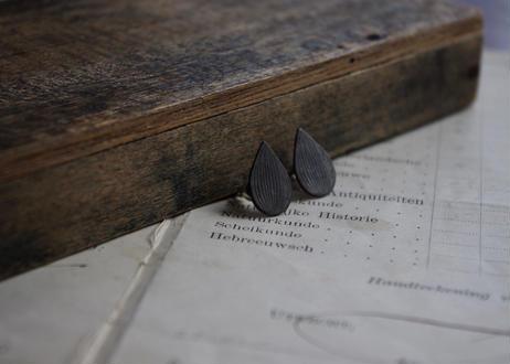vue.記憶「tubomi」ピアス/ブラックルテニウム