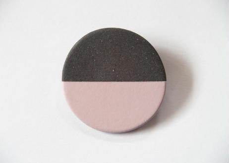 POINT HALF brooch Black / Pink