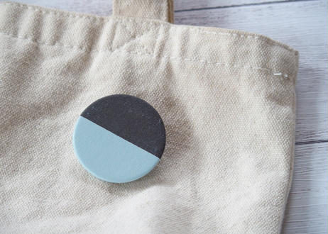 POINT HALF brooch Black / Blue
