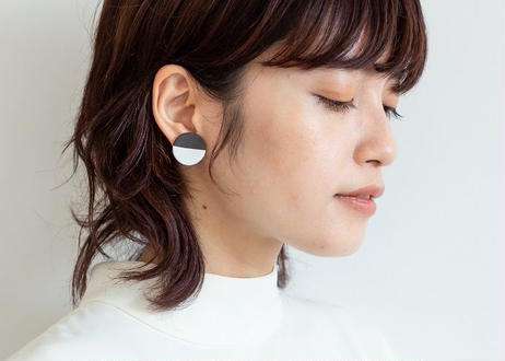POINT HALF pierce Black / White