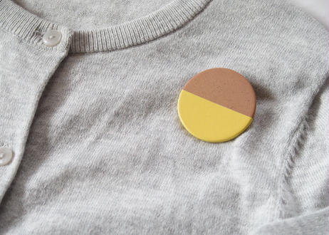 POINT HALF brooch Red/ Yellow