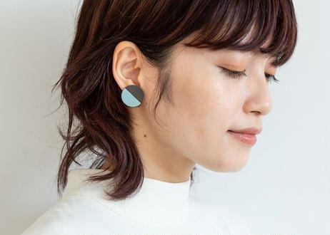 POINT HALF earrings Black / Blue