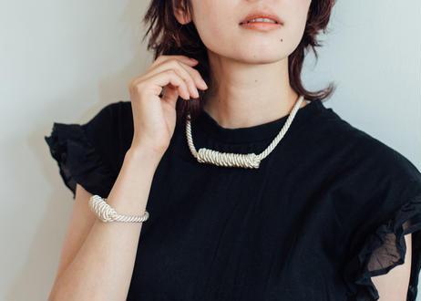 NOEUD Lineknot-necklace S Beige