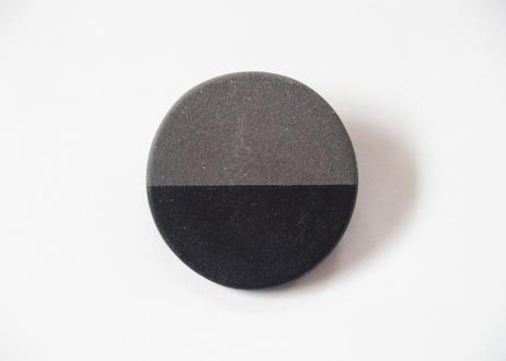 POINT HALF brooch Black / Black