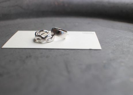 シンプルデザインのイヤーカフセット