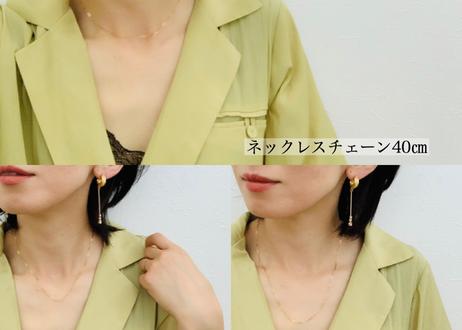 華奢なチェーンのネックレス