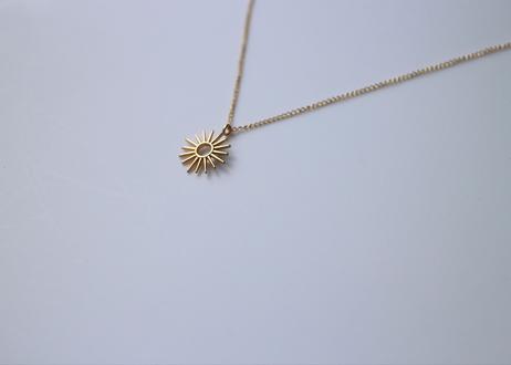 太陽モチーフのネックレス