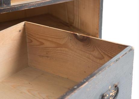 シブかっこいい引き戸棚