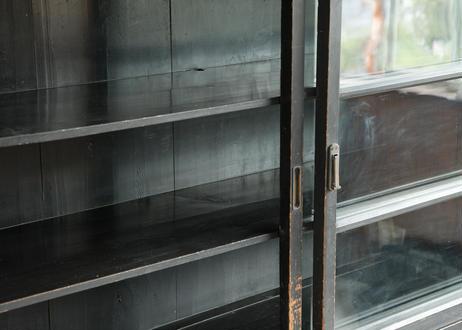 大きくてかっこよすぎなガラス戸棚
