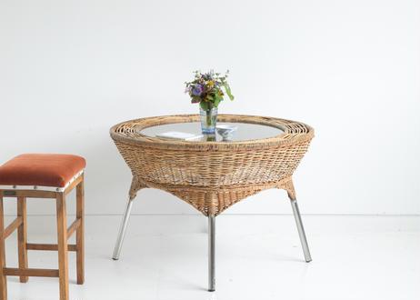 籐の丸テーブル