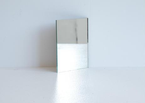 小さめのシンプルな鏡