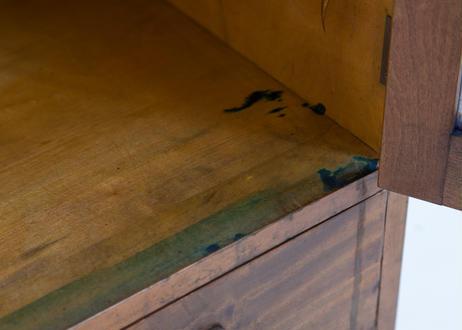 ガラス戸のエレガント食器棚(0613)