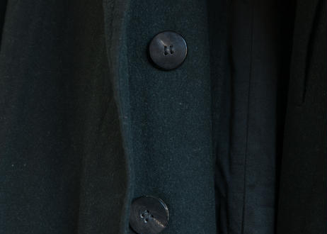 グレーのマントコート