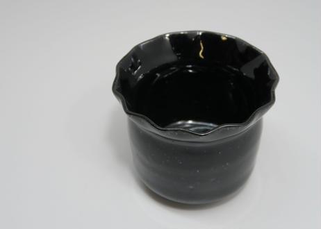 黒釉輪花鉢 (太亀 作)