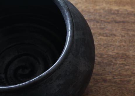 飯高幸作 黒釉 大平壺