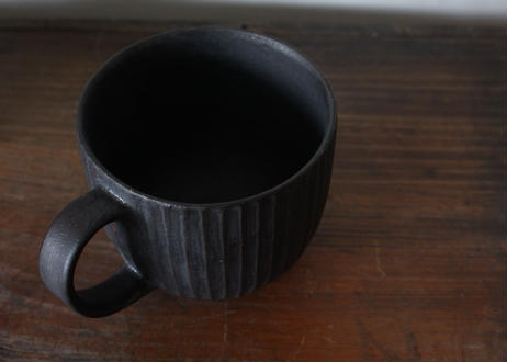 飯高幸作 しのぎマグカップ黒