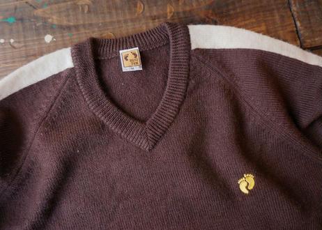 Hang ten v-neck sweater