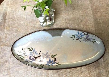 色絵楕円皿(鉄線)