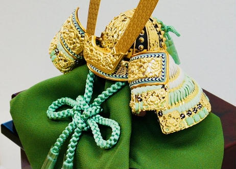 平安武久作 本金箔押 萌黄色正絹縅 兜飾りセット