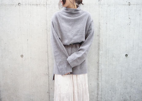 SIDE SLIT HIGH-NECK KNIT