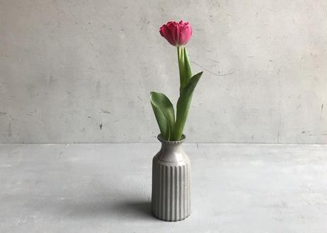 fin bottle vase / M / A / gray