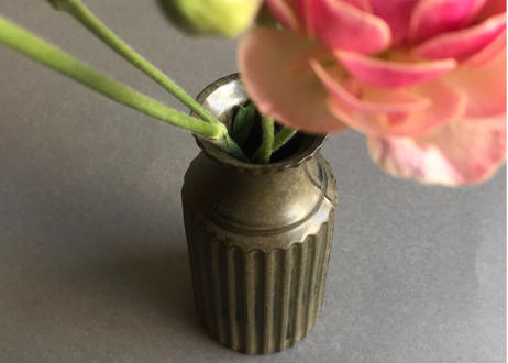 fin bottle vase / M / A / olive