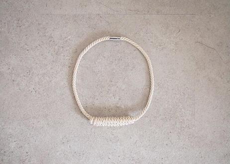 NOEUD Lineknot - necklace S Beige