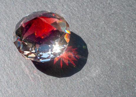 ダイヤモンド型オブジェ 宇宙 ルビー レインボーオパール (ボロシリケイトガラス) GN-12212