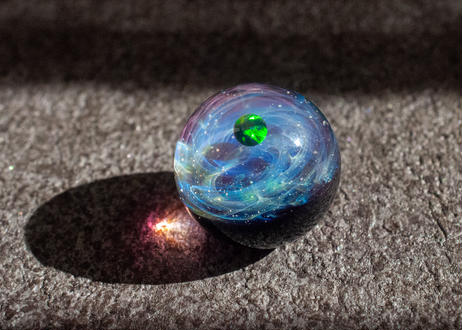 宇宙玉 ブラックオパール アメジスト背景 (ボロシリケイトガラス) ON-11232