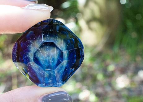 ダイヤモンド型ガラスオブジェ 花 研磨 UV (ボロシリケイトガラス) GN-12202