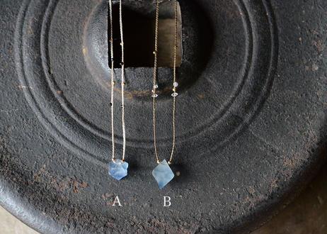 ブルーフローライト/一粒の鉱物ネックレス130