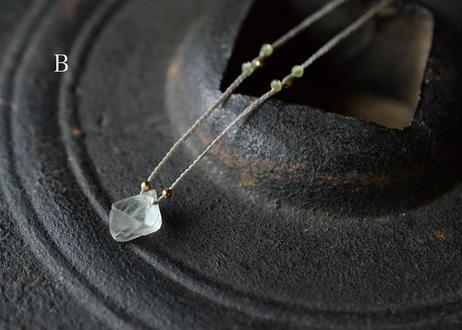 フローライト/一粒の鉱物ネックレス131