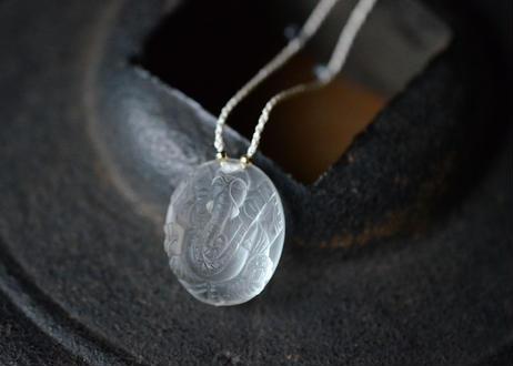 水晶 ガネーシャ/自然染めシルクネックレス