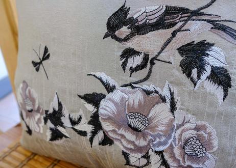 タイシルククッションカバー シルバー(花と鳥)