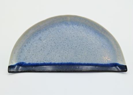 B55 雪結晶釉半月皿