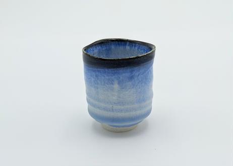 B122 雪結晶釉ぐいのみ 青に藍