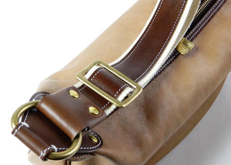 LEATHER BANANA BAG (BEIGE)