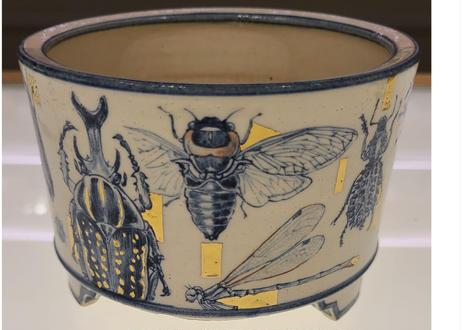 七代渋草柳造/Shibukusa Ryuzo Pottery  染付昆虫画樹鉢
