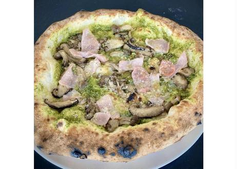 【レストラン アルマーレ】シェフの釜焼きピザ バジル