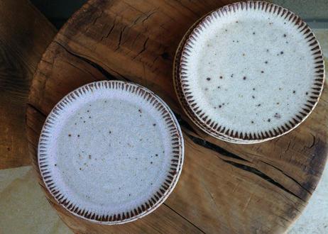 鉄粉のある しのぎのお皿 15cm 静かで豊かな時間