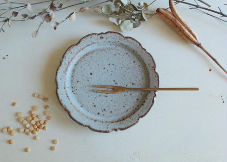 鉄粉のある 輪花皿 15cm 静かで豊かな時間