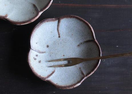 鉄粉のあるちいさな花の豆皿 梅 静かで豊かな時間 陶器